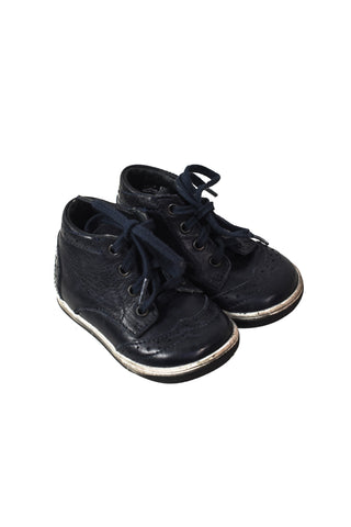 Sneakers 12-18M (EU19) at Retykle