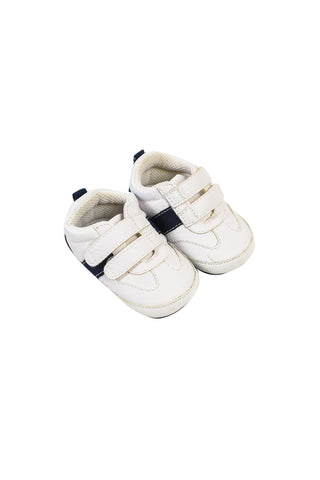 Sneakers 3-6M at Retykle