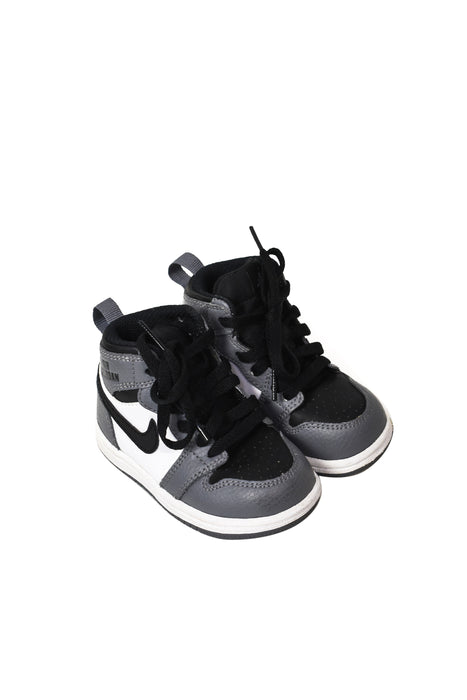 10046210 Air Jordan Baby~Sneakers 12-18M (EU 21) at Retykle