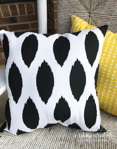 "18"" Outdoor Pillow-Chipper Black and White"