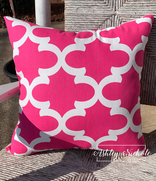 "18"" Outdoor Pillow-Quatrefoil Hot Pink and White"