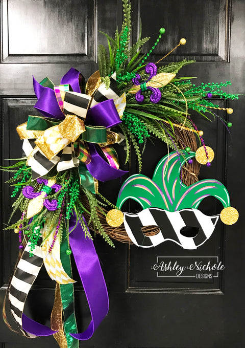 Mask Mardi Gras Wreath