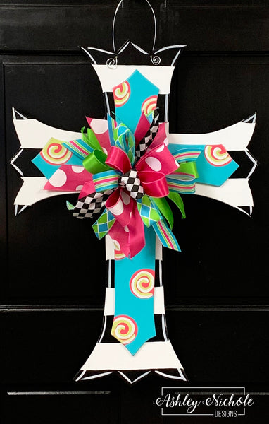 Scalloped Cross-Layered-Swirl-Door Hanger