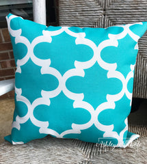 "18"" Outdoor Pillow-Quatrefoil Turquoise and white"