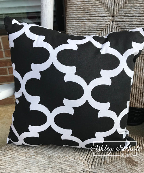 "18"" Outdoor Pillow-Quatrefoil Black and White"