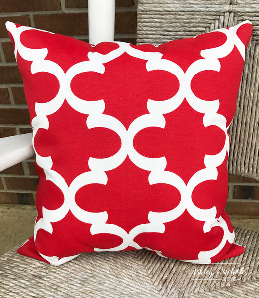"18"" Outdoor Pillow-Quatrefoil Red and White (Fynn Rojo Red)"