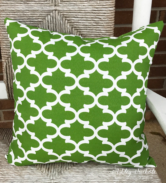 "18"" Outdoor Pillow-Quatrefoil Green and White"