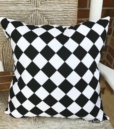 "18"" INDOOR Pillow-Black & White Diamond"