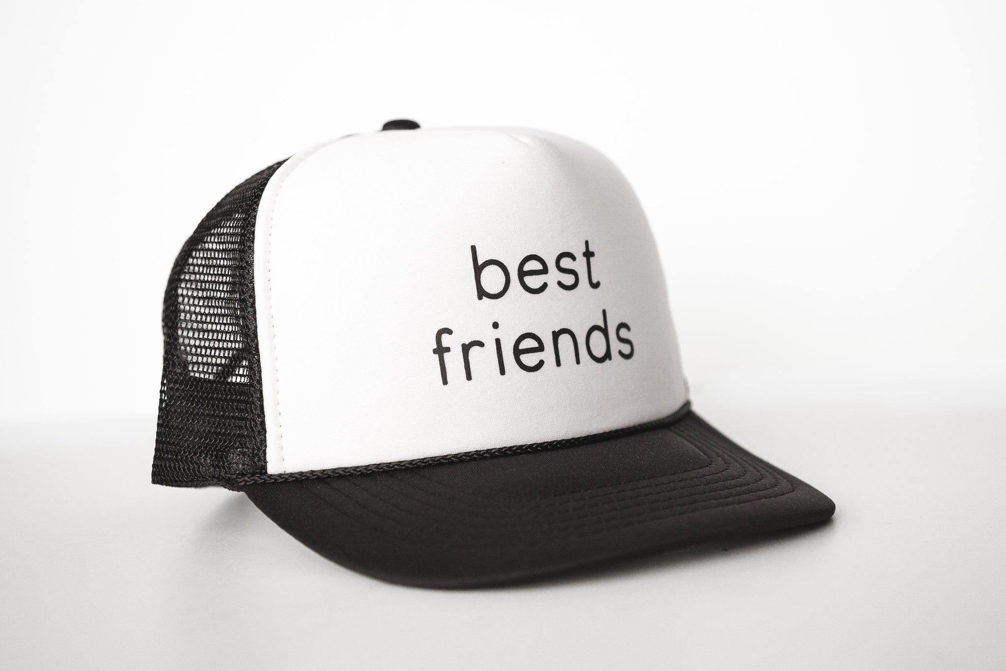 Best Friends (white) - Snapback Trucker Hat