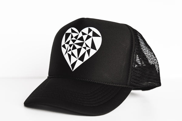 Geo Heart (black) - Snapback Trucker Hat