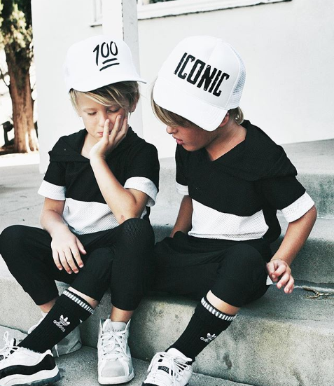 Iconic (all white) - Snapback Trucker Hat