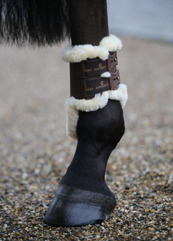 Sheepskin lined hind boots