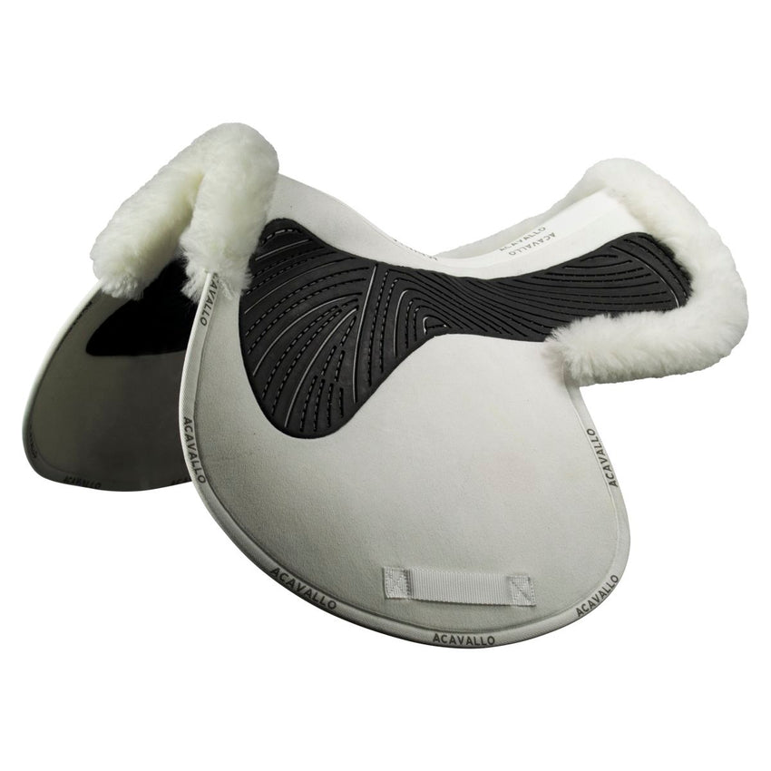 Jumping saddle numnah with sheepskin