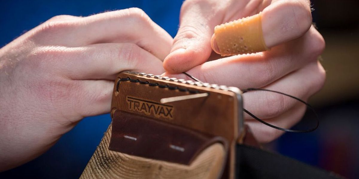 trayvax-how-to-make-a-leather-wallet-hand-stitched