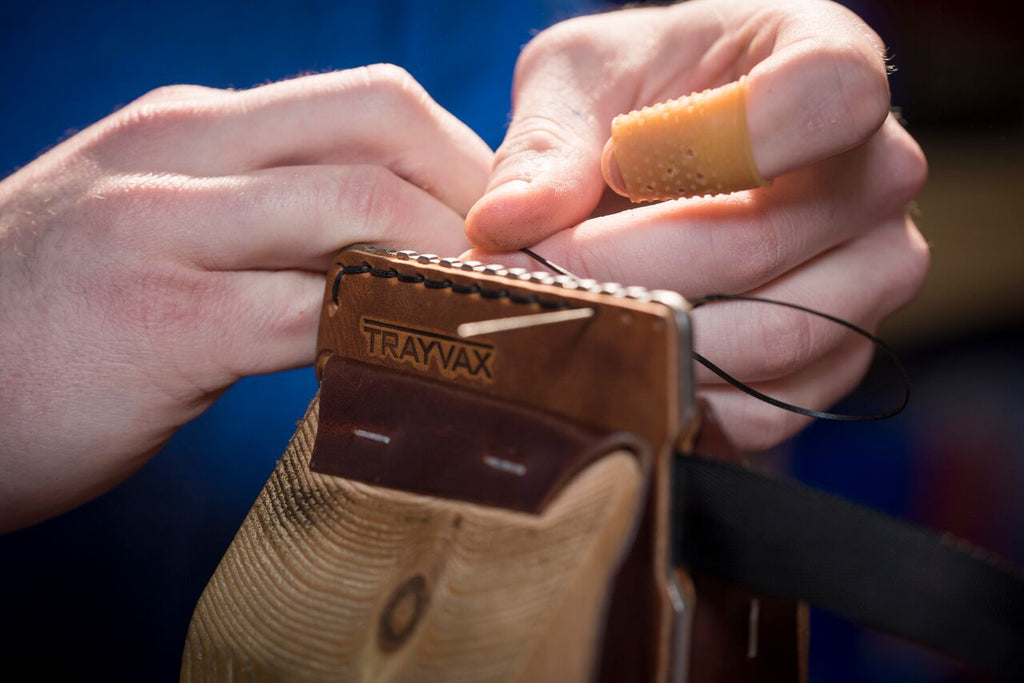 How-to-make-a-leather-wallet-hand-stitching