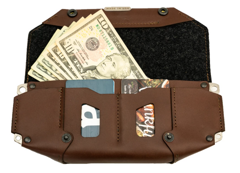 trayvax-how-to-use-a-wallet-roam-clutch