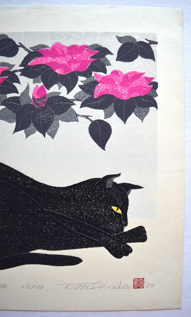 Kuroki neko (Black cat with Camelia)