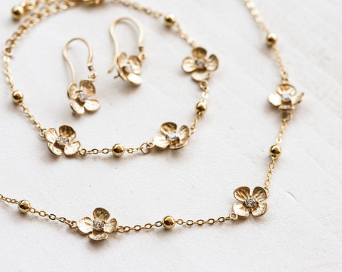 675_ Gold flowers set, Floral jewellery, Cubic zirconia set.