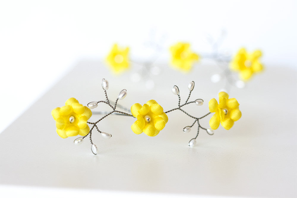 82_ Yellow floral hair pins, Lemon yellow hair accessories.