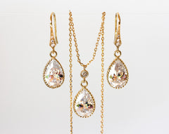 418_ Gold teardrop jewellery set, Gold earrings, Crystal necklace.