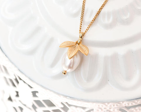 837 Gold bridal perls necklace, Leaves necklace gift