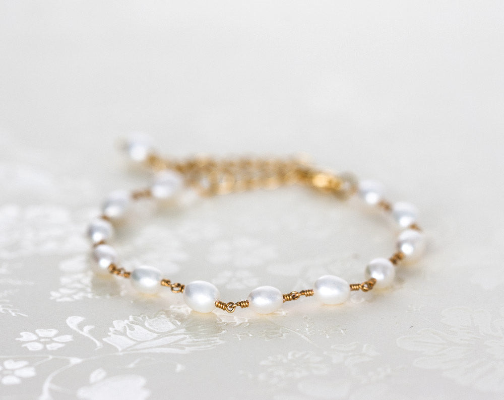 617_Gold pearl bracelet, Dainty bracelet, Bracelet pearls, Everyday jewelry Pearl bracelet Chain bracelet Bracelet with pearls Thin bracelet