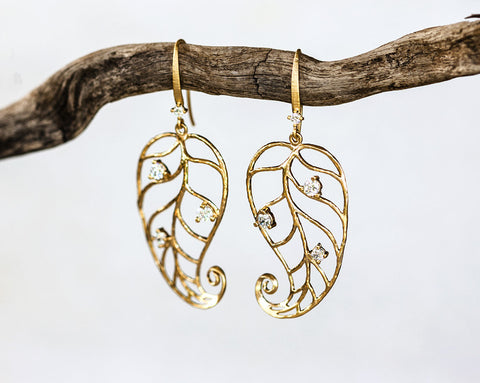 643_Crystals leaves earrings, Gold leaves, Gold filigree earrings, Filigree leaves jewelry, Crystals boho earrings, Boho gold jewelry.