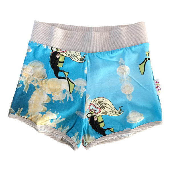 Duck shorts in Jellyfish Goldie Print