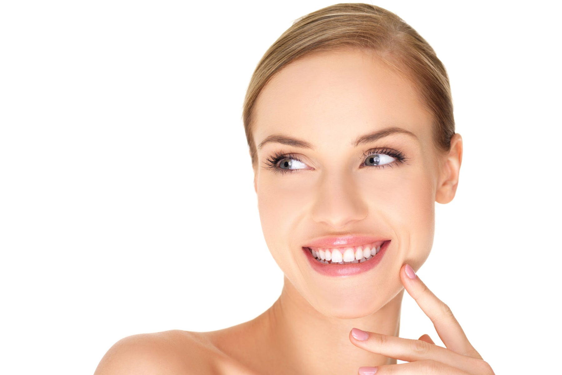 6 ways to whiten your teeth naturally at home