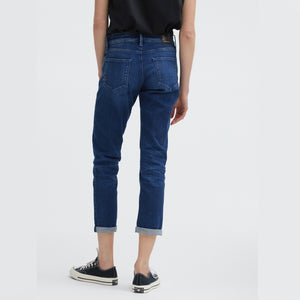 Woman wearing Monroe Girlfriend jean in organic cotton mix