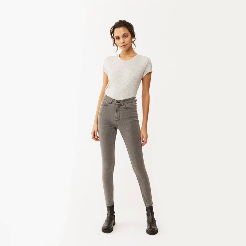 Woman wears Twist & Tango Julie Jeans in Light grey
