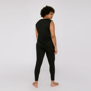 Magda wears the Silvertech Active leggings in black by Organic Basics