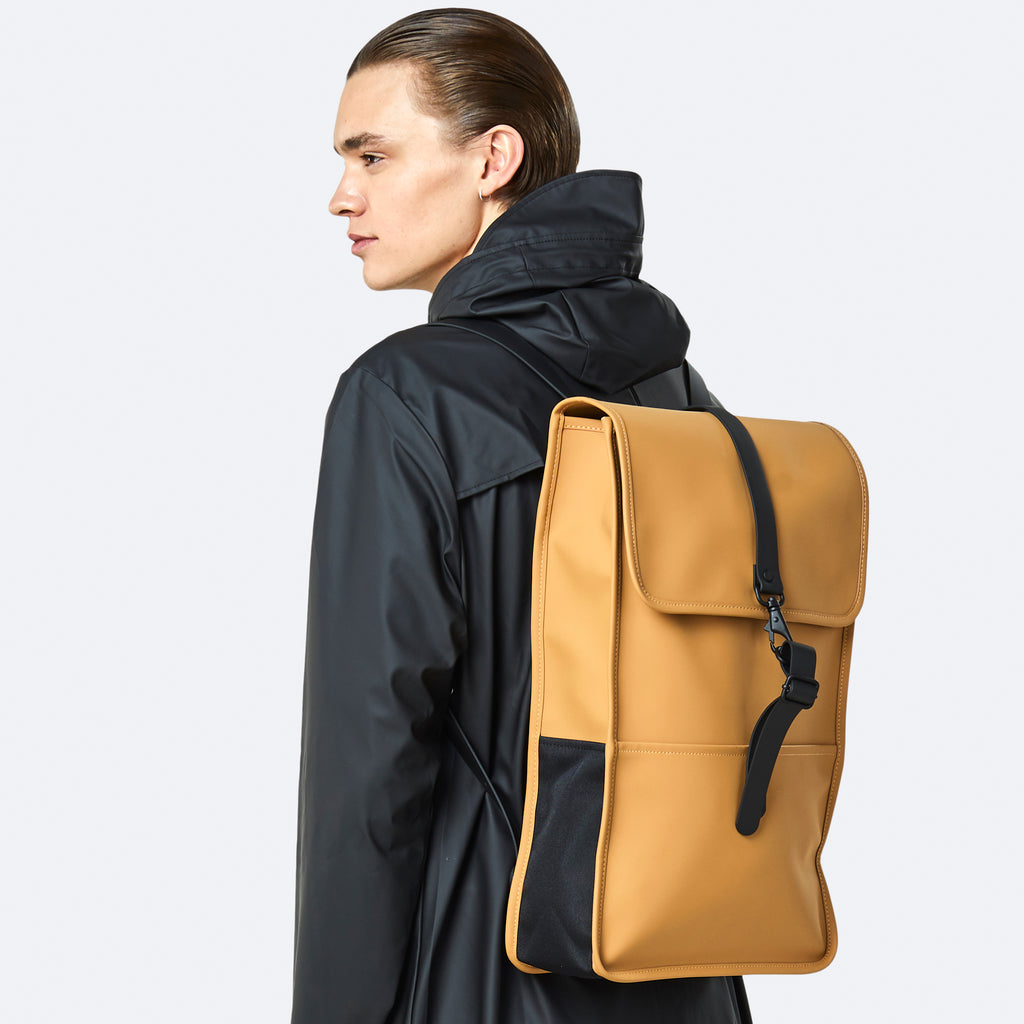The backpack in  khaki by Rains