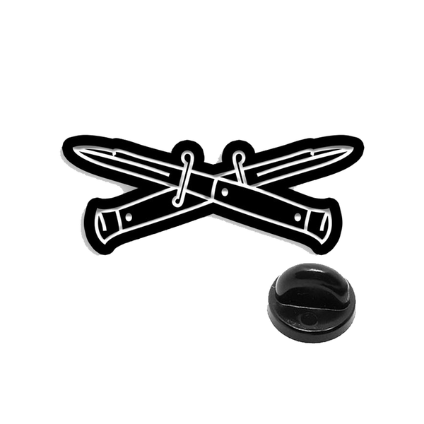 CROSSED KNIVES ENAMEL PIN