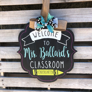 CLASSROOM WELCOME PERSONALIZED BRACKET: DOOR HANGER DESIGN - Paisley Grace Designs