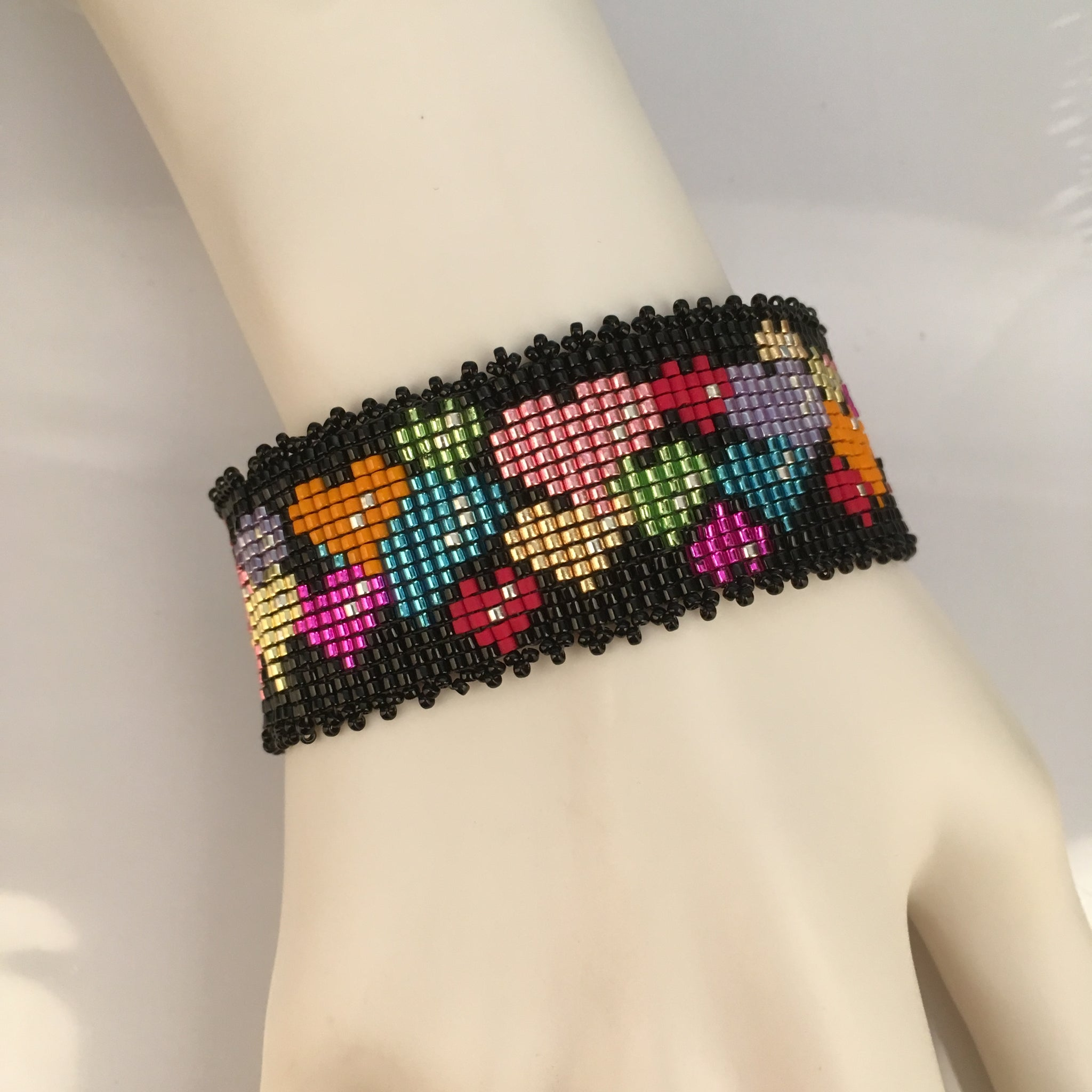 Floating Hearts Valentine Day Bead Loom Bracelet Pattern PDF by Susan Pelligra