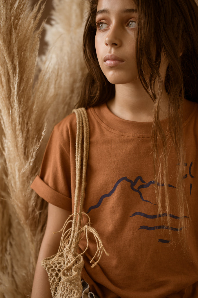 FEATHER DRUM | Mountain Crew Neck-Tee in Cinnamon
