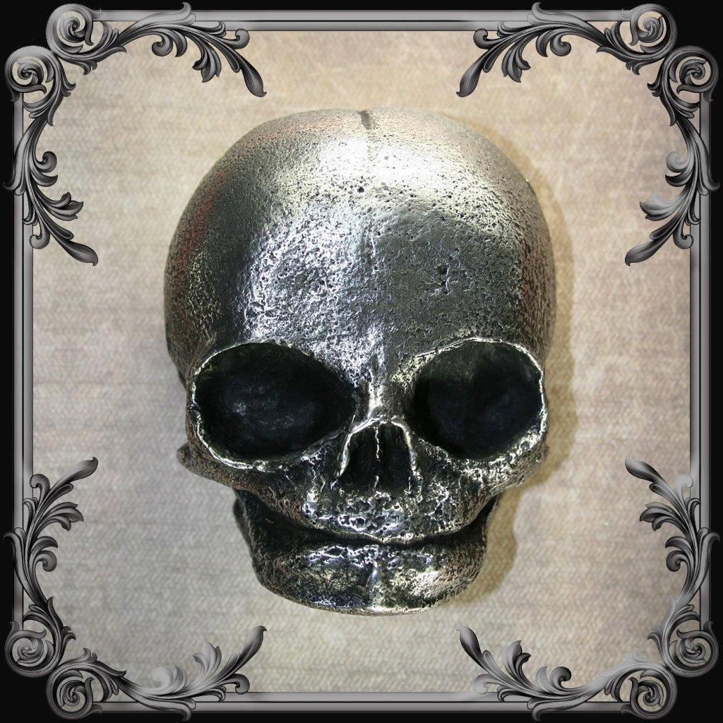 Newborn Skull Belt Buckle