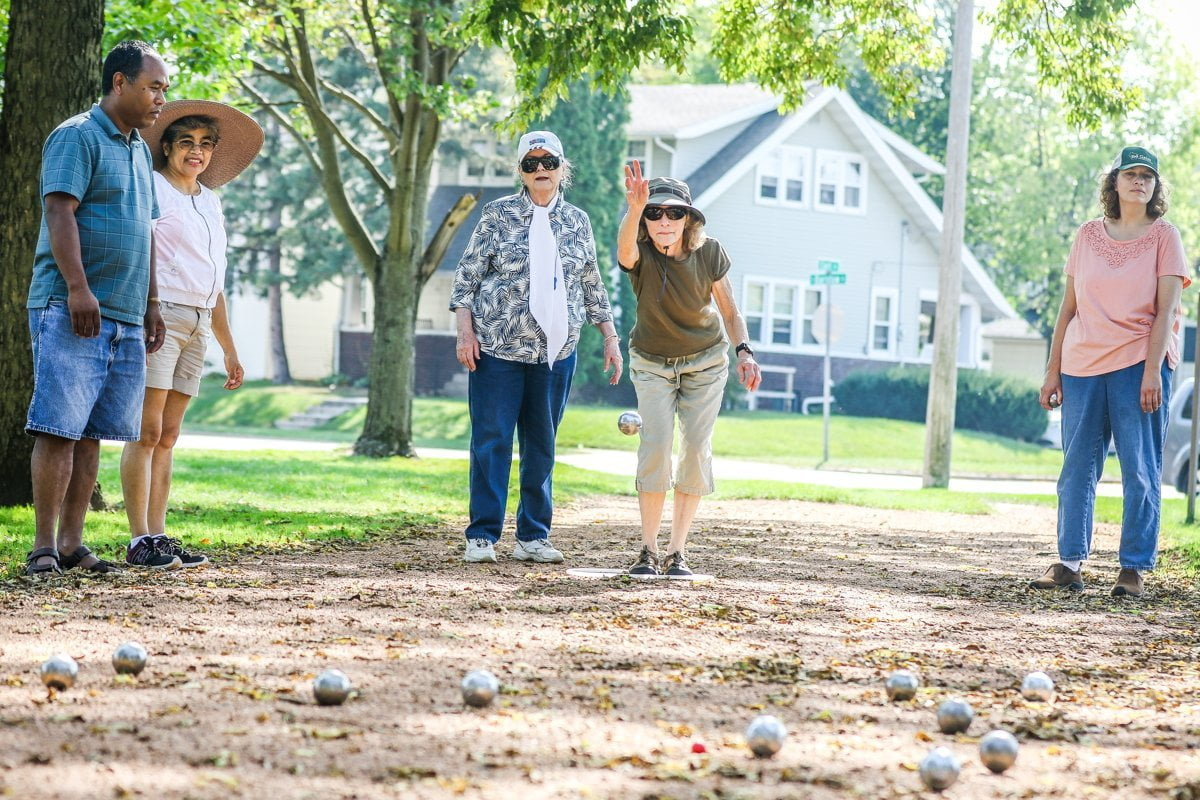 How to play petanque