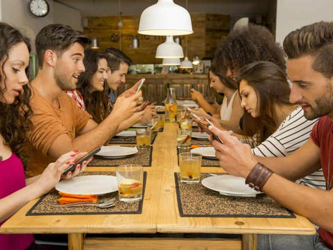 cellphone dining