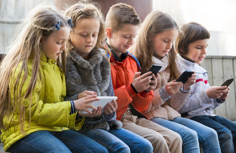 kids on cellphone