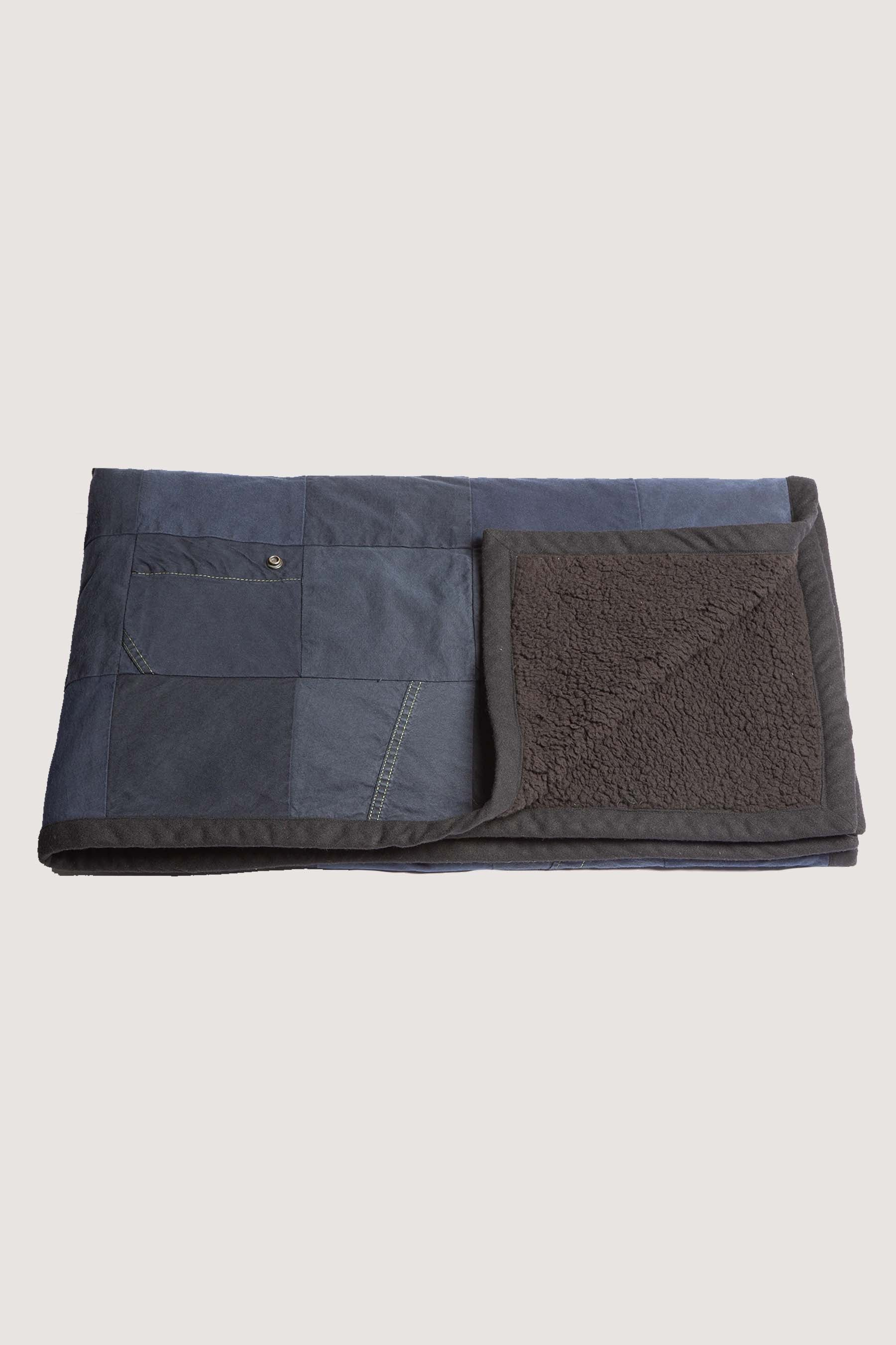 TENT SCRAPWORK/SHERPA THROW - NAVY