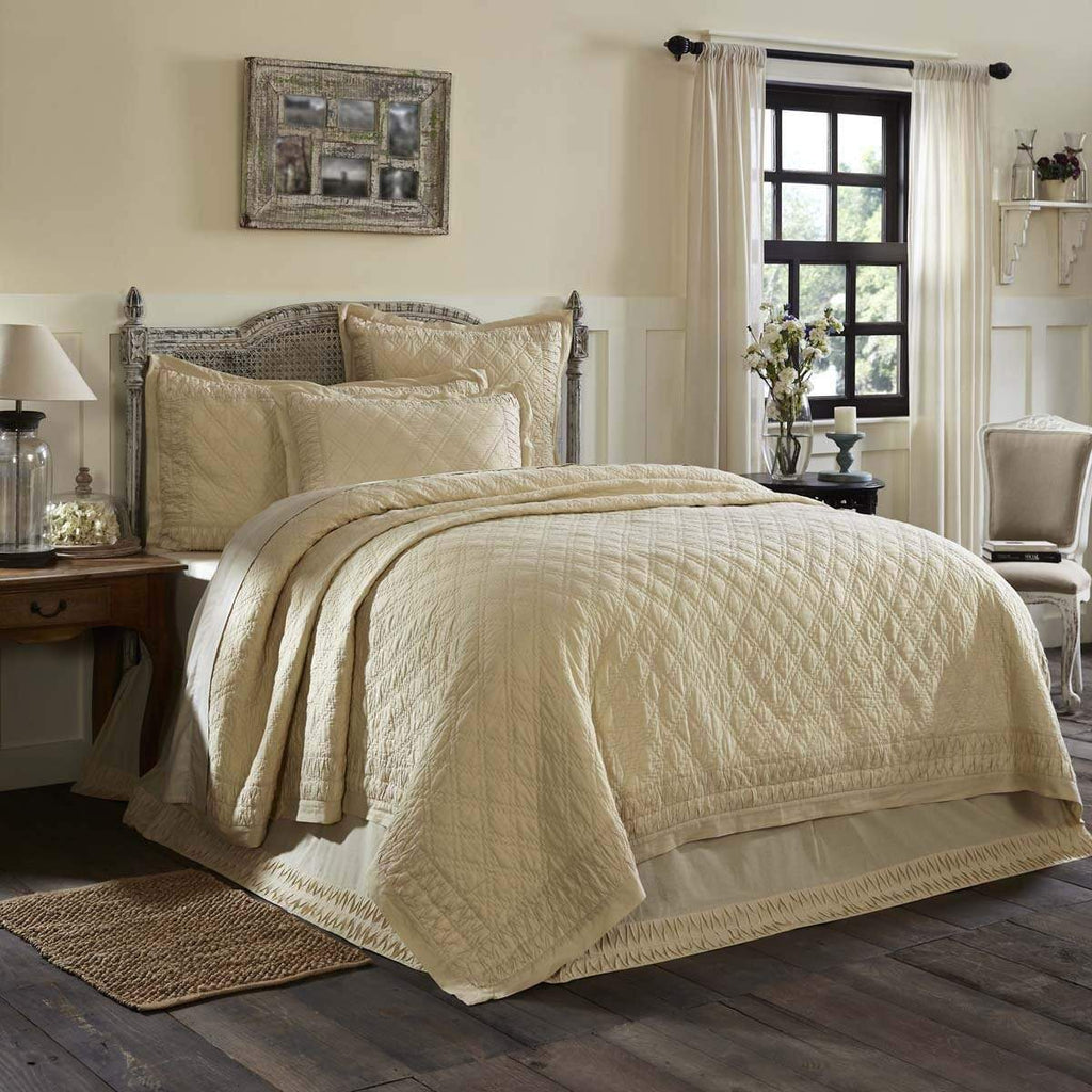 April & Olive Quilt Adelia Creme Twin Quilt 68Wx86L