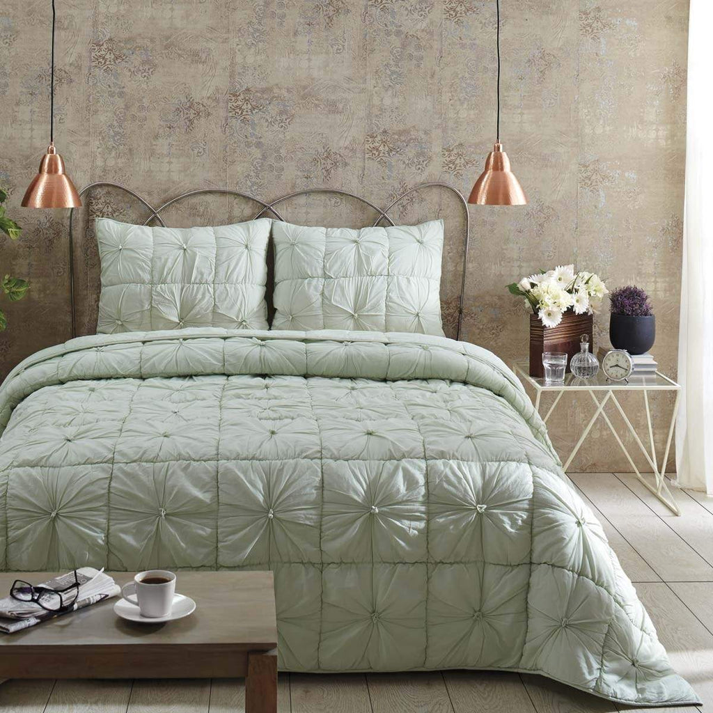 April & Olive Quilt Camille Mint Twin Set; Quilt 68Wx86L-1 Sham 21x27
