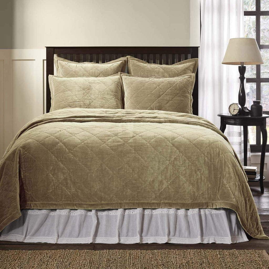 April & Olive Quilt Lydia Taupe Queen Quilt 92Wx92L
