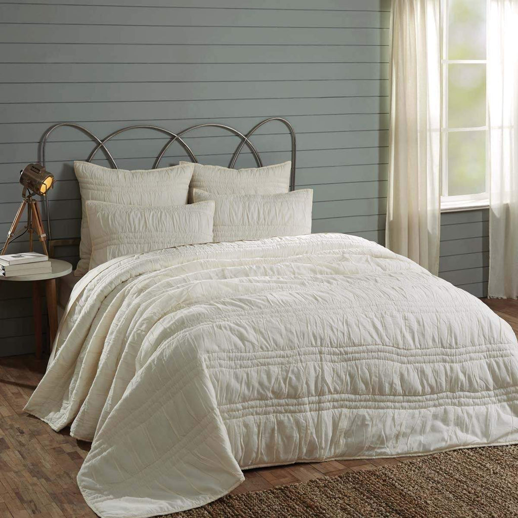 April & Olive Quilt Natasha Pearl White Twin Set; Quilt 68Wx86L-1 Sham 21x27