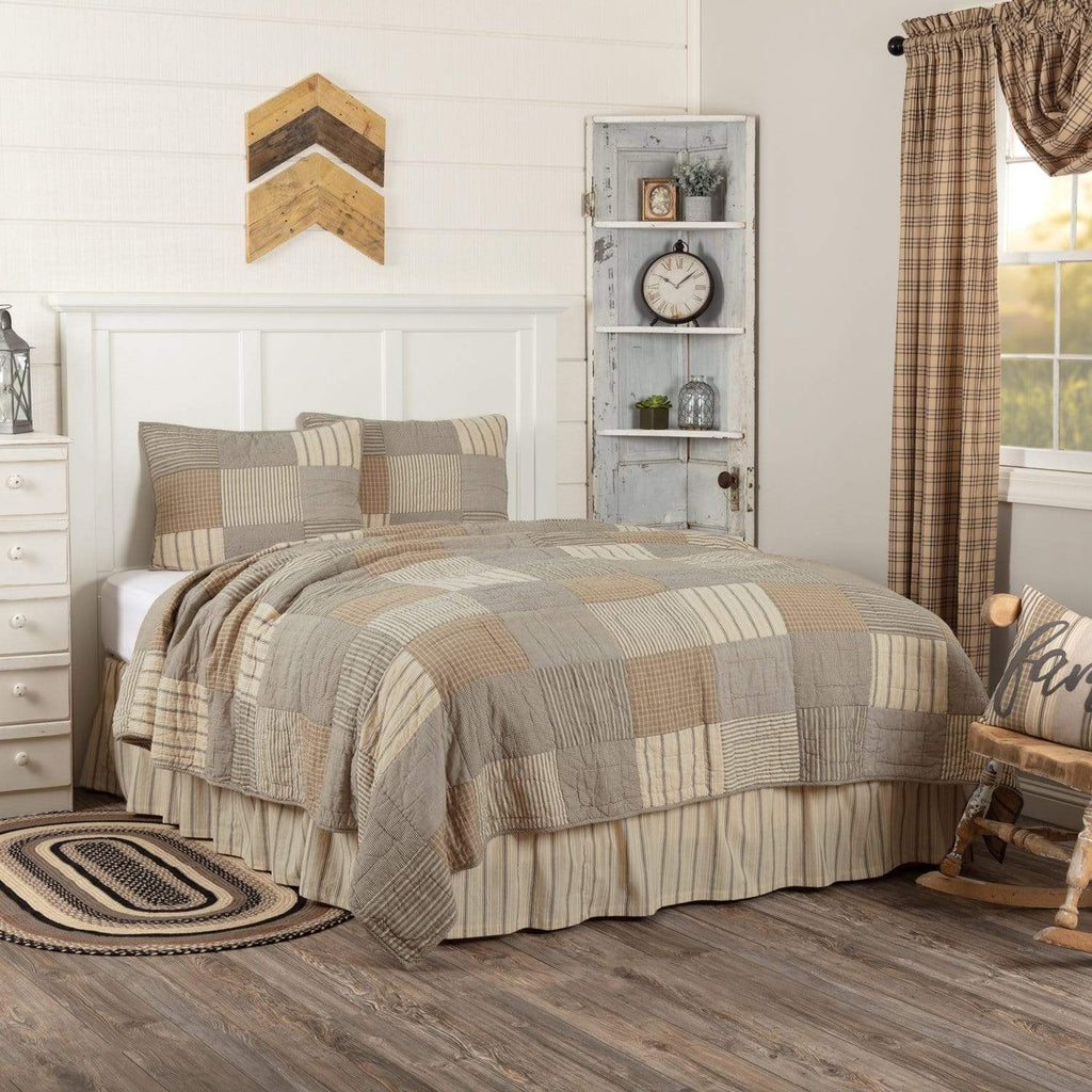 April & Olive Quilt Sawyer Mill Charcoal California King Quilt Set; 1-Quilt 130Wx115L w/2 Shams 21x37