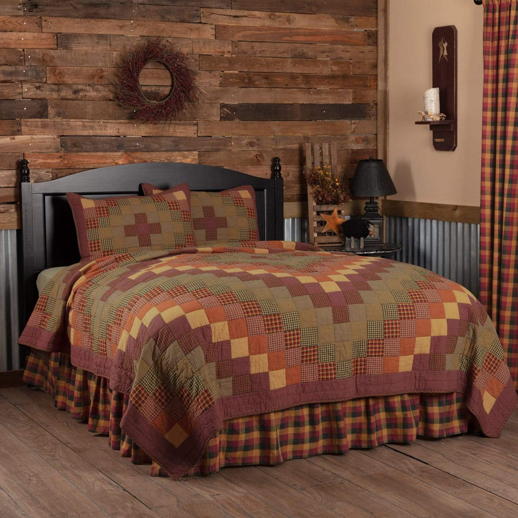 Mayflower Market Quilt Heritage Farms King Quilt Set; 1-Quilt 105Wx95L w/2 Shams 21x37