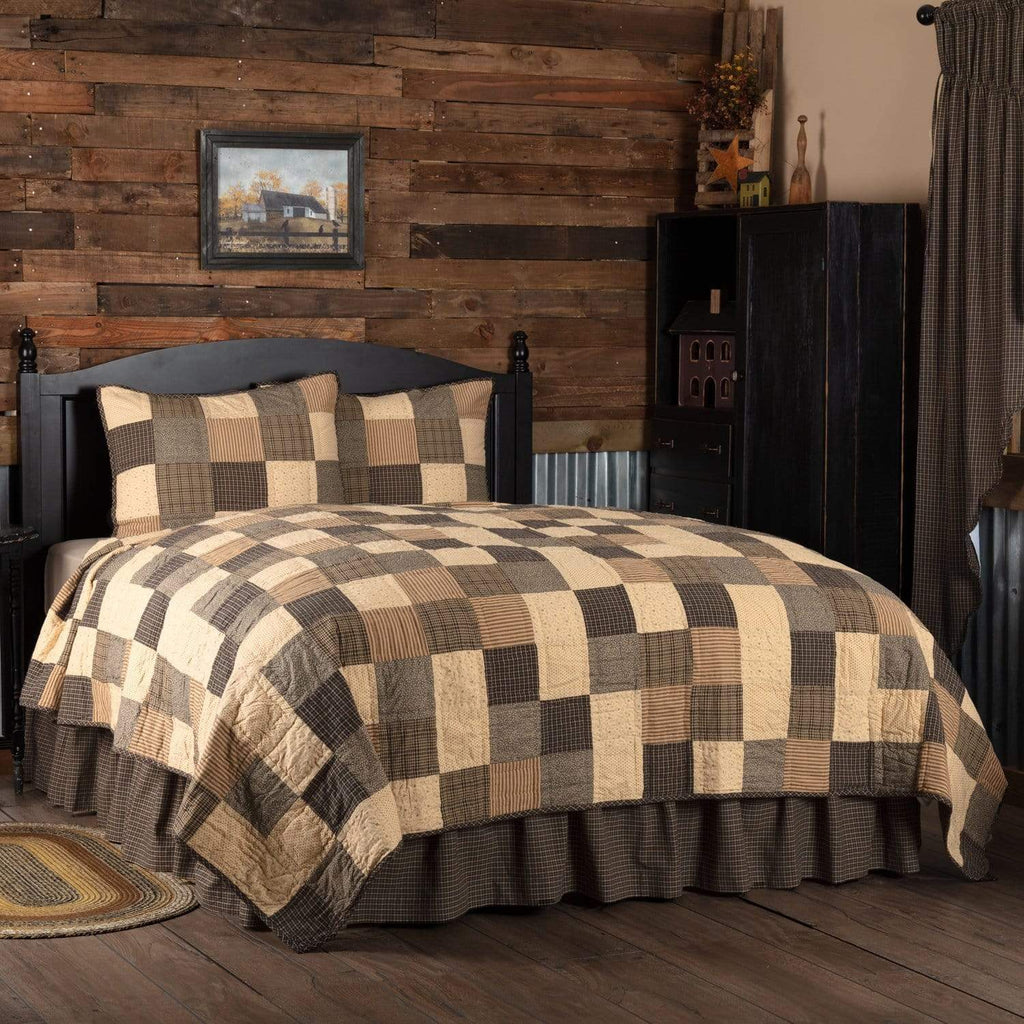 The Village Country Store Quilt Kettle Grove King Quilt Set; 1-Quilt 110Wx97L w/2 Shams 21x37