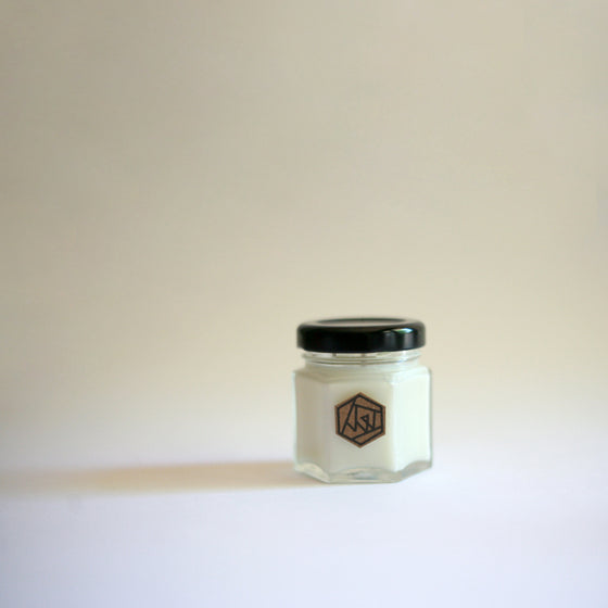 AMBER TONKA BEAN Hexagon Mini Soy Candle